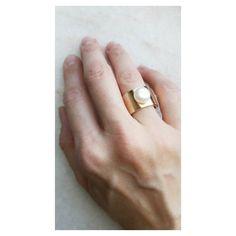 Clássicos Copella: anel largo com pérola biwa