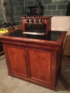 Another dark 4 tap keezer Beer Keg, Beer Taps, Wine And Beer, Home Brewery, Home Brewing Beer, Diy Home Bar, Bars For Home, Alcohol Dispenser, Homemade Bar