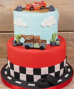 Voor je (klein)zoontje, broertje of neefje kan het niet anders dan een topjaar worden als hij verblijd wordt met een heuse Cars-taart op zijn verjaardag!