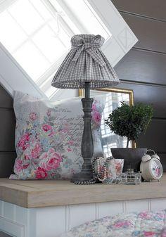 Abajour, um objeto decorativo que não pode faltar no aconchego da casa!