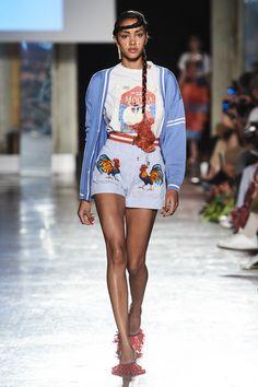 Stella Jean Spring 2020 Ready-to-Wear Fashion Show Collection: See the complete Stella Jean Spring 2020 Ready-to-Wear collection. Look 18 Vogue Fashion, Fashion 2020, Runway Fashion, Fashion Trends, Fashion Spring, High Fashion, Fashion Inspiration, Stella Jean, Vogue Paris