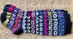 Kukkivat sukat vievät kesää kohti – Mukulat-sukat valmistuvat tällä ohjeella