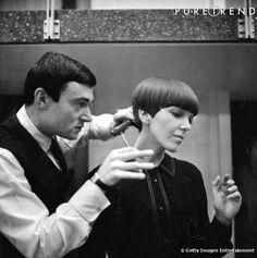 Dans les années 60, Vidal Sassoon réalise une coupe au bol sur Mary Quant.