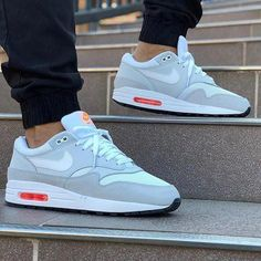 Air Max One Platinum Orange Mens Vans Shoes, Nike Air Shoes, Nike Shoes Outlet, Classic Sneakers, Best Sneakers, Sneakers Fashion, Sneakers Nike, Zapatillas Nike Cortez, Fresh Shoes