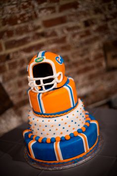 Florida Gators groom cake! {Photo by My Life Photography via Project Wedding}