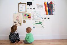 Children's Art Gallery wall « Babyccino Kids: Daily tips, Children's products, Craft ideas, Recipes & Childrens Wall Art, Art Wall Kids, Art For Kids, Kids Art Galleries, Art Simple, Home Interior, Kids Decor, Interiores Design, Art Gallery