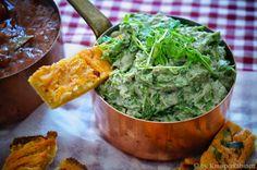 KNUSPERKABINETT: Zarte Linsensticks mit Rhabarbecue-Sauce und Artischocken-Kresse-Dip
