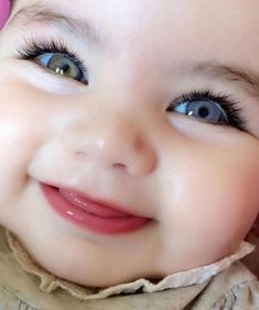 Every parent would be proud to have beautiful babies. Although the baby is cute in the eyes of his parents! You do not have to worry anymore. So Cute Baby, Cute Kids Pics, Cute Baby Girl Pictures, Cute Funny Babies, Baby Kind, Cute Babies Pics, Adorable Pictures, Beautiful Children, Beautiful Babies