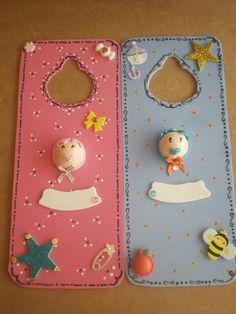 Cuelgapuertas decorados y personalizados en goma eva, foamy.  Customized hang doors.