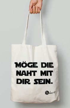 "Jute bag with slogan ""May the seam be with you"" - Tote bag via Makerist. - Jute bag with slogan ""May the seam be with you"" – Tote bag via Makerist. Small Sewing Projects, Sewing Hacks, Fabric Crafts, Sewing Crafts, Yarn Bowl, Jute Bags, Silhouette Cameo Projects, Textiles, Love Sewing"