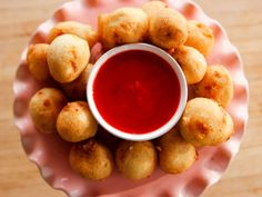 Deep-Fried Cheesecake Bites recipe from Ree Drummond via Food Network - try strawberry sauce recipe Köstliche Desserts, Delicious Desserts, Dessert Recipes, Yummy Food, Fun Food, Deep Fried Desserts, Yummy Appetizers, Drink Recipes, Seafood Recipes