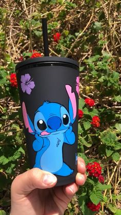 Starbucks Cup Design, Custom Starbucks Cup, Stitch Toy, Cute Stitch, Lilo And Stitch Quotes, Lelo And Stitch, Deco Disney, Cadeau Couple, Coffee Cup Art