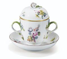 Gobelet couvert en porcelaine de Meissen et une soucoupe en porcelaine de Vincennes, vers 1750   Lot   Sotheby's