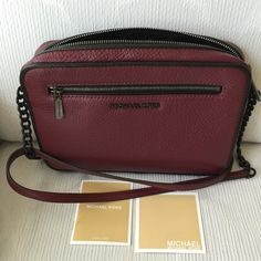 Authentic Michael Kors crossbody bag. Used few times. Great conditi...