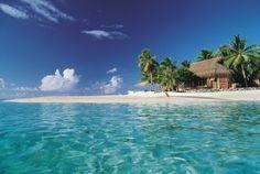 Tikihau Beach Resort, face à l'eau turquoise et translucide du lagon