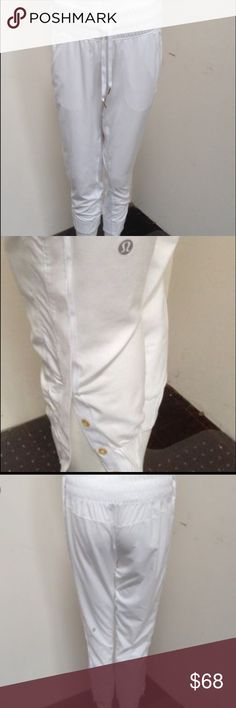 Lululemon jogger pants 4/6 White lululemon jogger pants. Worn a few times but in excellent condition. Make me an offer! Open to trades. lululemon athletica Pants Track Pants & Joggers