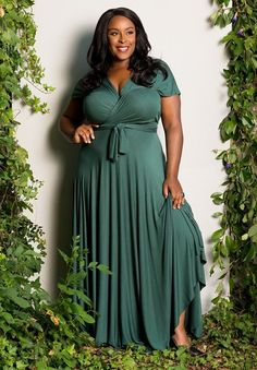 looking cute isn't limited to a certain size. We're here to prove you can get great plus size dresses that are just as cute as what the thin 20-somethings are wearing.