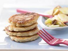 Süße Quarkpuffer mit Apfelsalat - Kalorien: 505 Kcal - Zeit: 25 Min. | eatsmarter.de
