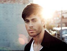 Enrique Iglesias : Son nouveau single événement «Duele El Corazon»!
