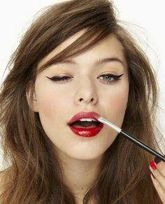 Red lips & Cat eye