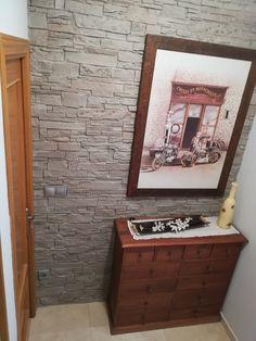Pared revestida de nuestro panel decorativo imitación piedra modelo Terra XL Gris Arena. Muchas gracias a nuestro cliente por la foto! Diy And Crafts, Vanity, Frame, Home Decor, Model, Thanks, Dressing Tables, Picture Frame, Powder Room