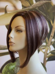 inverted bob - love the hair but the mannequin is a little creepy Wig Hairstyles, Pretty Hairstyles, Hair Today, Angled Bobs, Inverted Bob, Great Hair, Hair Looks, Hair And Nails, Chanel