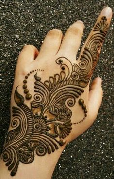 Explore latest Mehndi Designs images in 2019 on Happy Shappy. Mehendi design is also known as the heena design or henna patterns worldwide. We are here with the best mehndi designs images from worldwide. Easy Mehndi Designs, Dulhan Mehndi Designs, Latest Mehndi Designs, Henna Tattoo Designs, Henna Tattoos, Bridal Mehndi Designs, Henna Tattoo Muster, Mehndi Designs Finger, Arabic Henna Designs