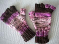 Voila aujourd'hui une large série de modèle tricot mitaines avec doigts avec comme but vous épauler à tricoter le votre par vous même. Décortiquez chaque détail pour être apte à construire votre tricot mitaines avec doigts correctement et sans malfaçon.