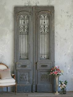 Antique doors in the interior french doors wall decorating ideas shabby chic decor- stairway door Decor, Shabby Chic Decor, Vintage Doors, Vintage House, Chic Decor, Doors Interior, Beautiful Doors, Chic Bedroom, Vintage Decor