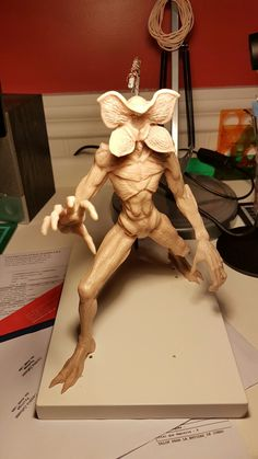 Demogorgon, work in progress. Stranger Things Monster, Demogorgon Stranger Things, Stranger Things Halloween, Clay Baby, Sculpture Clay, Diy Halloween Decorations, Cold Porcelain, Goblin, Trick Or Treat