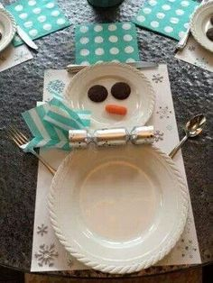 Snowman Place setting for kids Christmas table…chocolate covered mint Oreos for eye, carrot for nose, party cracker & cocktail napkin for scarf, cocktail napkin for hat. Fork & spoon for arms, knife for hat brim. Christmas Table Settings, Christmas Tablescapes, Christmas Table Decorations, Holiday Tables, Desk Decorations, Christmas And New Year, Winter Christmas, All Things Christmas, Christmas Holidays