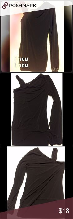 ❗️Flash Sale❗️Bisou Bisou One Shoulder Blouse - XS ❗️Limited time sale! Price will go back up at the end of tops party❗️This black Bisou Bisou one shoulder top is the perfect addition to any closet! Gently used and in great condition! Runs large. Bisou Bisou Tops Blouses