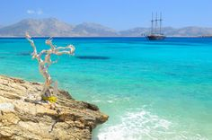The Best Way to Go Island Hopping in Greece | Traveldudes.org