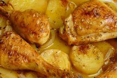 Prepara este rico pollo al horno con papas - Fırın yemekleri - Las recetas más prácticas y fáciles Oven Chicken, Chicken Potatoes, Chicken Wings, Roasted Potatoes, Chicken Salad, Grilled Chicken, Easy Cooking, Cooking Recipes, Cooking Ideas