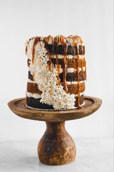 Layers of pumpkin and chocolate cake sandwiched around a brown sugar buttercream. The rich caramel sauce on top makes this cake the perfect fall treat. Mini Cakes, Cupcake Cakes, Just Desserts, Dessert Recipes, Holiday Desserts, Fall Cake Recipes, Chocolate Pumpkin Cake, Zack E Cody, Bolo Cake