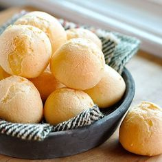 How to Make Pão de Queijo (Brazilian Cheese Bread) — Cooking Lessons from The Kitchn. Naturally gluten-free with tapioca flour. Might have to try this at Mom's with her mixer. Brazilian Cheese Bread, Bread Recipes, Cooking Recipes, Cooking Rice, Fast Recipes, Eat This, Comida Latina, Bagels, Cheddar