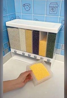 Cereal Containers, Kitchen Storage Containers, Pantry Storage, Diy Storage, Cereal Storage, Dry Food Storage, Interior Design Videos, Kitchen Box, Kitchens