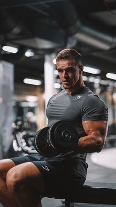 Donik, Gymshark Athlete, powers up his upper body workouts, inspiring you to be the best possible you! Gymshark Official Store… The post Gymshark Official Store Gym Guys, Gym Men, Biceps, Gym Outfit Men, Gym Outfits, Academia Fitness, Gym Photos, Fitness Photoshoot, Mein Style