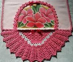 Pano de prato rosa com cesta | Bico de crochê, Panos de prato ...