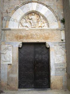 Cathédrale Saint-Pierre-et-Saint-Paul de Villeneuve-lès-Maguelone Architecture Romane, Romanesque Architecture, Villeneuve, Built Environment, 12th Century, Vatican, Saints, France, Puertas