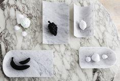 """Ablage aus italienischem Marmor, für Allerlei Sachen!Schalen müssen keineswegs immer geschlossene Gefäße sein, wie der italienische Designer Carlo Trevisani mit seiner Serie Arca zeigt. Die aus Marmor gefertigten """"Arca One's"""" sind an einem Ende offen gehalten, so dass sich die darin enthaltenen Sachen außergewöhnlich präsentieren."""