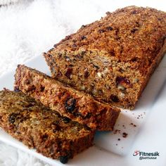 Mrkvový chlebíček s ořechy - Fitnesák | Fitness magazín Eat Me Drink Me, Food And Drink, Banana Bread, Health Fitness, Cooking Recipes, Sweets, Cake, Desserts, Tailgate Desserts