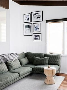 plaid/checkered sofa in a white airy living room // love the menswear inspired vibe without the heaviness