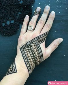 "54 Beğenme, 5 Yorum - Instagram'da imehndi.com (@imehndicom): ""Perfect as always . Mehndi design by @rabbyy_mehndi #mehndi #mehndiart #mehndidesign #henna…"""