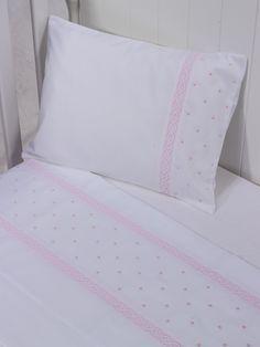 Lençol de berço 3 peças Provençal nobre Rosa - Maison Baby Linen Bedroom, Linen Bedding, Kids Bedroom, Baby Girl Bedding, Baby Bedding Sets, Folding Fitted Sheets, Portable Baby Cribs, Tire Furniture, Basic Embroidery Stitches