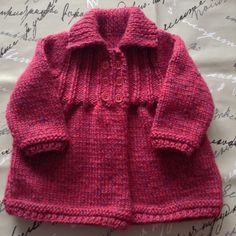 Manteau Gilet Bébé filles 1 an tricot main rose fuchsia / mauve violet : Mode Bébé par la-p-tite-mimine