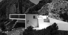 Bijzonder fraaie design villa in Spanje. Zie ook http://www.archilovers.com/p70264/alt-house-on-the-cliff