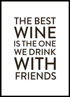 Poster met de tekst The best wine is the one we drink with friends. Een leuke en sociale poster die perfect is voor in de keuken en moedigt het omgaan met geliefden aan. www.desenio.nl