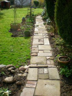 Ugly concrete path - Page 1 - Garden design - My beautiful garden online Love Garden, Garden In The Woods, Easy Garden, Dream Garden, Garden Paths, Garden Landscaping, Garden Forum, Concrete Path, Tropical Garden Design