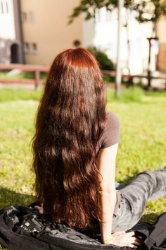 Lighten hair with henna - LivesStar. Curly Hair Tips, Wavy Hair, Curly Hair Styles, Long Red Hair, Super Long Hair, Henna Hair Dyes, Dyed Hair, Hip Length Hair, Cheveux Oranges